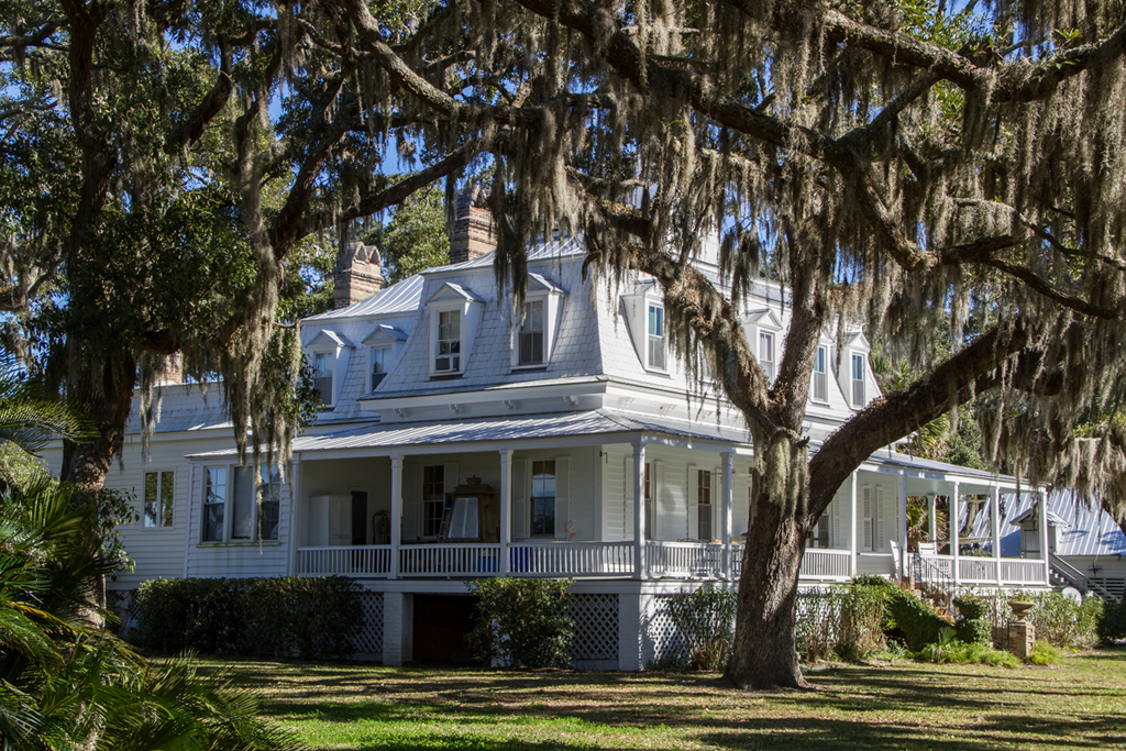File Bray Barron House Eufaula Alabama likewise Downtown Charleston further 8 furthermore Jamestown besides A Cottage That Was Once A One Room Schoolhouse. on historic charleston homes